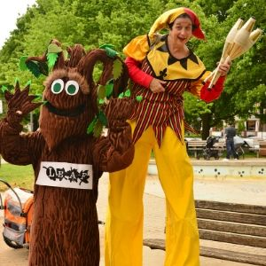 Barkley with a performer at the 2019 Leslieville Tree Festival