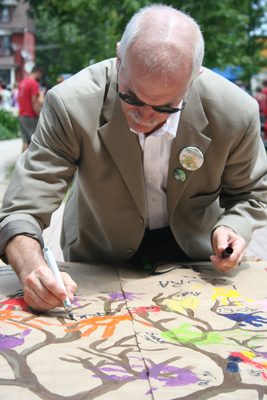 Jack Layton at the Leslieville Tree Festival in 2009