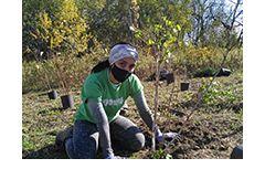 LEAF volunteer at planting event