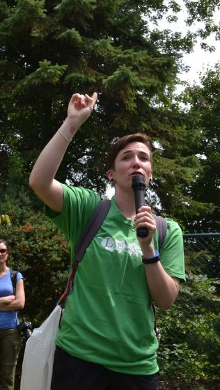 Young Urban Forest Leader leading a Tree Tour